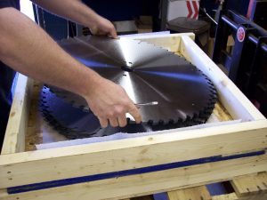 packing-saws-in-shipping